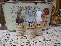 Cotton Reel Cuties, by Amanda Howard of Maygreen Fairies sewing fairy Wooden Spool Crafts, Wooden Spools, Art Fil, Paper Art, Paper Crafts, Etiquette Vintage, Fairy Jars, Thread Spools, Little Doll