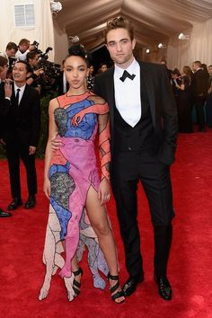 FKA twigs in Christopher Kane and Lynn Ban jewelry and Robert Pattinson in Dior Homme at the 2015 Met Gala Gala Dresses, Red Carpet Dresses, Nice Dresses, Gala Gowns, Celebrity Red Carpet, Celebrity Dresses, Celebrity Style, Celebrity Gossip, Celebrity Couples
