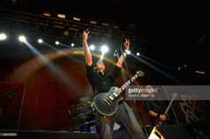 Nachrichtenfoto : Benjamin Burnley of Breaking Benjamin performs at...