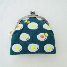 Egg purse