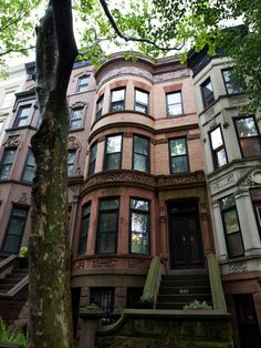 In Brooklyn Brownstone, Future President Found a Home on the Top Floor  Obama's old Park Slope apartment in The New York Times