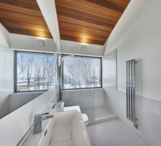"curtis designed this modern ski chalet located in Lac Archambault, Quebec, Canada. It was completed in February ""This modern ski chalet was designed as a weeke… Chalet Design, House Design, Ski Chalet, Week End Ski, Chalet Interior, Interior Design, Loft Stil, Forest Design, Master Shower"