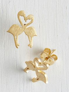 These gold studs are so cute! Flamingo love!