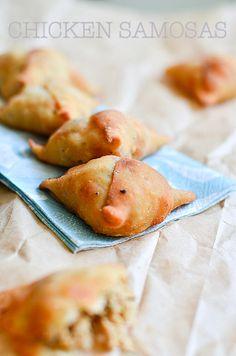 Delicious chicken samosas