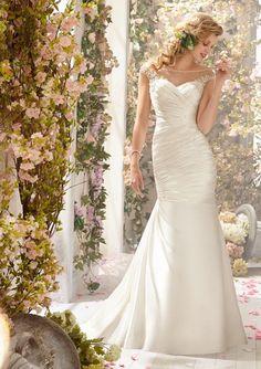 Bruidsmode,bruidsjurken variërend in alle stijlen, van klassiek tot modern en in alle maten, kleuren en verschillende prijsklassen!