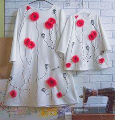 Купить или заказать детское платье Маки в интернет-магазине на Ярмарке Мастеров. Прекрасное детское платье! Универсальный крой платья - трапеция, очень лаконичное, простое и в этом его шарм! Рукав длинный. Платье сшито профессиональным трикотажным ателье. Декорировано мной: каждый цветок, а на платье их 5-7 штук, собран вручную из органзы и фатина, каждый лепесток обработан над огнём, чтобы держал форму и не сыпался. Каждая бисеринка пришита моими руками.