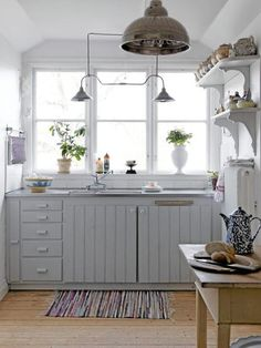 38 Super Cozy And Charming Cottage Kitchens - Interior Decorating and Home Design Ideas Country Kitchen, New Kitchen, Kitchen Decor, Kitchen Ideas, Rustic Kitchen, Swedish Kitchen, Kitchen Grey, Mini Kitchen, Primitive Kitchen
