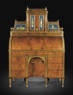 Bureau à cylindre en acajou, placage d'acajou flammé, bronze doré et verre églomisé, travail russe, Saint Pétersbourg, vers 1790, attribué à Heinrich Gambs (1765-1831) | Lot | Sotheby's