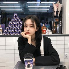 ❝ If I could go back to the day we met I probably would just stay in … # Fanfic # amreading # books # wattpad Ulzzang Short Hair, Asian Short Hair, Ulzzang Korean Girl, Korean Aesthetic, Aesthetic Fashion, Son Hwamin, Hwa Min, Korean Boys Hot, Uzzlang Girl