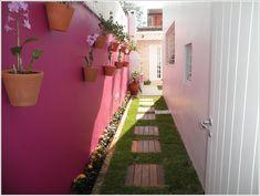A Superb Grass Walkway with Wood Tiles  Image via: reformaecasa