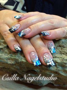 Zwart -blauw salon nagels