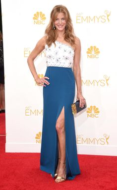 2014: Anna Gunn wore a Jenny Packham white and blue one shoulder gown with sparkles on the bodice with a slit. Another gorgeous look on the Emmys red carpet! Wow I just adore this dress. Jenny Packham is an amazing designer. I love the blue color with the gold accents with the heels and part of the clutch. Wonderful!