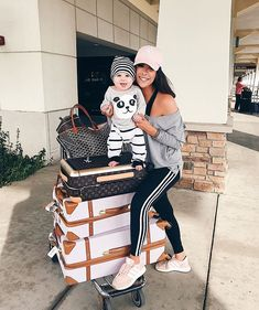 Airport travel style - mommy and baby cute travel outfit Airport Travel Outfits, Cute Travel Outfits, Airport Style, Cute Outfits, Travel Ootd, Comfy Airport Outfit, Travel Attire, Easy Outfits, Women's Dresses