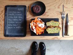 Menu du jour 06/10 - Légumes crus : carottes bio + champignons de Paris - Cake home-made : thon + persil plat - Gâteau chocolat 70% home-made à la farine de sarrasin
