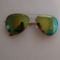 Green Mirrored Sunglasses These sunglasses have green mirrored lenses and are in great condition. Those green blue leases are paired with a rose gold frame to give that vacation vibe. These are beautiful glasses that can be worn with anything to add a pop to your outfit. WINDSOR Accessories Glasses