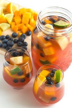 Non alcoholic sangria | 4 cups white grape juice (1 l) ¼ cup blueberries (40 g) + ¾ cup blueberries (120 g) 1 cup orange juice (250 ml) Juice of 1 lime + 2 limes 2 oranges 2 bananas 2 peaches