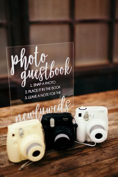 Polaroid Photo Guest Book with Retro Cameras Source by nholmqvist idea for wedding guest Wedding Book, Wedding Signs, Wedding Reception, Our Wedding, Polaroid Wedding Guest Book, Wedding Souvenir, Wedding Photo Guest Book, Wedding Favors, Tree Wedding