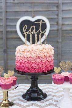 Delicioso pastel para niñas grandes y pequeñas
