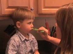 Zähne putzen beim Kleinkind - richtige Mundhygiene bei Kleinkinder & Kinder