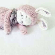 Sleeping Zoe Amigurumi Hase crochet Pattern Amalou.Designs