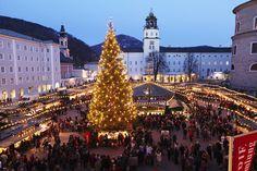 Mercadillo de Navidad de Salzburgo #Austria rente a la Catedral de Salzburgo gira entorno a un ¡abeto de 28 metros! Abre del 21 de noviembre al 26 de diciembre