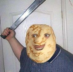 pancak man wit machete wants to put ketchup on youse spaggeti