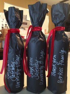 Wine Pull wraps Coupled with blooms plus bluebells, spg indicators the start vino accolades season. Wine Bottle Gift, Wine Gifts, Wine Bottles, Creative Gift Wrapping, Creative Gifts, Wrapping Ideas, Wine Pull, Auction Baskets, Fundraising Events
