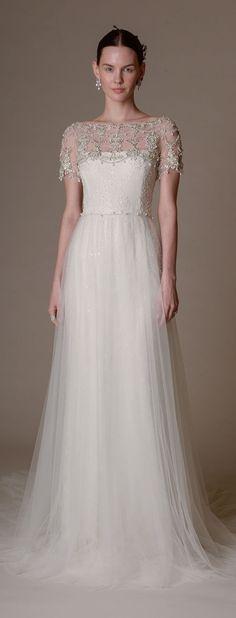 Los tejidos de tul y las suaves caídas son siempre una buena base para las novias y Marchesa así lo refleja