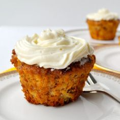 Gluten-Free Carrot Cake Cupcakes |www.flavourandsavour.com