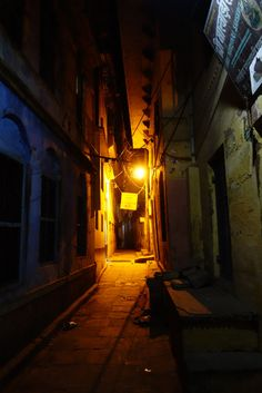 Varanasi alleyway, night Color Photography, Landscape Photography, Travel Photography, Night Street Photography, Iron Man Wallpaper, Indian Architecture, Alleyway, Lion Art, Old Street