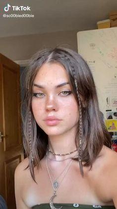 Brown Hair Green Eyes Girl, Short Brown Hair, Light Brown Hair, Green Hair, 90s Grunge Hair, 90s Hairstyles, Hairstyle Short Hair, Aesthetic Hair, Hair Looks
