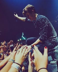 Shawn on stage discovered by Sidney on We Heart It