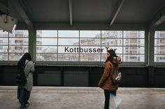 """""""War schon schlimmer, wird wieder besser"""" – Auf der Suche nach dem Glück am Kottbusser Tor. © Nora Tabel"""