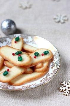 Succombez aux langues de chat, ce biscuit fin et croustillant, au bon goût de beurre, qui accompagne à merveille thés et cafés à la fin du repas !