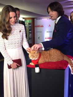"theroyalweekly: "" Kensington Palace on Twitter: ""The Duchess meets the stars of tonight's film: Bob, the street cat, who played himself in the film, and owner Jim Bowen who inspired it all. https:/t.co/I1khSCjVYt"" """