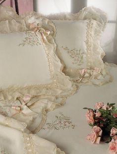 Gorgeous bedding!!
