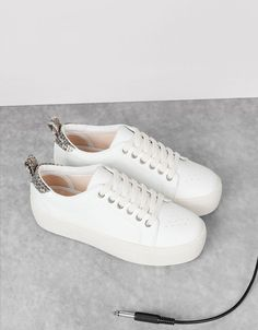 Method footwear beginning with the class Female, learn lovely Sneakers. Sock Shoes, Shoe Boots, Shoes Sandals, Shoes Sneakers, White Sneakers, Sneakers Fashion, Fashion Shoes, Latest Shoe Trends, Kinds Of Shoes