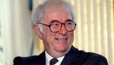 Irish poet Nobel winner Seamus Heaney dies at 74