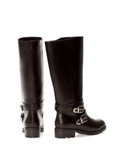 Flat biker boots