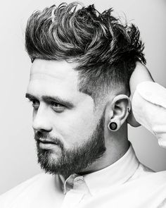 When looking for a trendy new men's hairstyle for the skin fade haircut is your new best friend. Bringing to you [Skin Fade Haircut Insider] Mens Hairstyles Round Face, Round Face Haircuts, Cool Haircuts, Hairstyles Haircuts, Haircuts For Men, Cool Hairstyles, Hairstyle Ideas, Volume Haircut, Fade Haircut