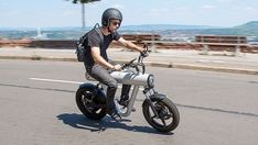 SOL Motors is working on a lightweight electric motorcycle for urban commuters. Dubbed the Pocket Rocket, the motorcycle weighs just 121 lb. Scooter Design, Bike Design, Yanko Design, Electric Scooter, Electric Cars, Scooters, E Motor, Motorcycle News, Motorcycle Design