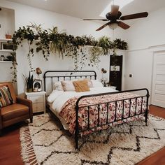 The country way of life is extremely relaxing. As well as it would certainly profit you to have a rustic bedroom design. That being stated, right here are Rustic Bedroom Ideas. Bedroom Decor, Rustic Bedroom, Interior Design, Bedroom Makeover, Room Decor, Home Decor, Home Bedroom, Room Inspiration, Apartment Decor