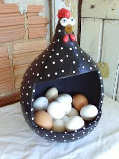 Resultado de imagen para galinha cabaça - Ask Merve Fun Crafts, Diy And Crafts, Crafts For Kids, Paper Crafts, Chicken Crafts, Chicken Art, Ceramic Pottery, Ceramic Art, Hand Painted Gourds