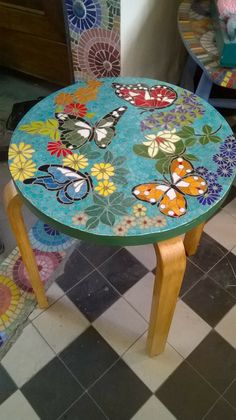 Mosaic Tile Art, Mosaic Artwork, Mosaic Diy, Mosaic Crafts, Mosaic Glass, Butterfly Mosaic, Mosaic Flower Pots, Mosaic Designs, Mosaic Patterns
