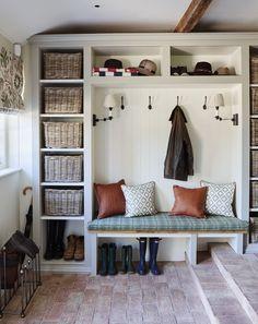 Ideas De Closets, Boot Room Utility, Ikea Utility Room, Utility Room Designs, Mud Room Designs, Country Interior Design, Country Interiors, Porch Interior Ideas, Interior Design Tips