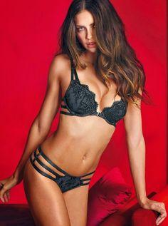 Адриана Лима (Adriana Lima) в нижнем белье «Victoria's Secret» ко Дню святого Валентина
