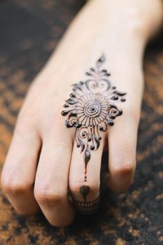 Arabic Art Artist, #Arabic, #Artist, #Art Latest Finger Mehndi Designs, Back Hand Mehndi Designs, Mehndi Design Pictures, Modern Mehndi Designs, Mehndi Designs For Girls, Mehndi Designs For Beginners, Mehndi Designs For Fingers, Latest Mehndi Designs, Mehndi Designs For Hands