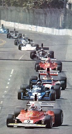 Grand Prix des USA West -Long Beach 1976 - regazzoni au commandement devant Depailler et Hunt - sport-auto mai 1976.