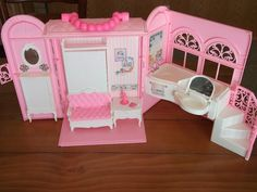 I have grown an appreciation for this. It is so cute. : Barbie fold up dollhouse lot Totally Real 2005 and 1998 Pink Purse Travel out | eBay