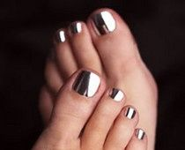 Love these chrome nails as seen at Salt and Wine! Have to get my hands on some silver nail foils STAT!